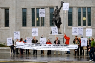 a-vocal-minority-attend-the-opening-of-hallowed-marischal-college-21-june-2011