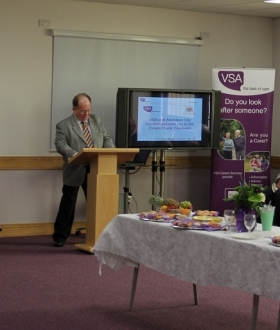 carer-vic-baxter-presenting-at-carers-week-2013-156a