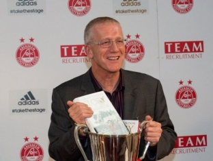 Richard Gordon Launches 'Glory in Gothenburg' At Pittodrie