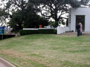 p77278-dallas-the_infamous_grassy_knoll