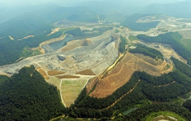 west-virginia-appalachia-mountains-being-mined-by-mountain-top-removal