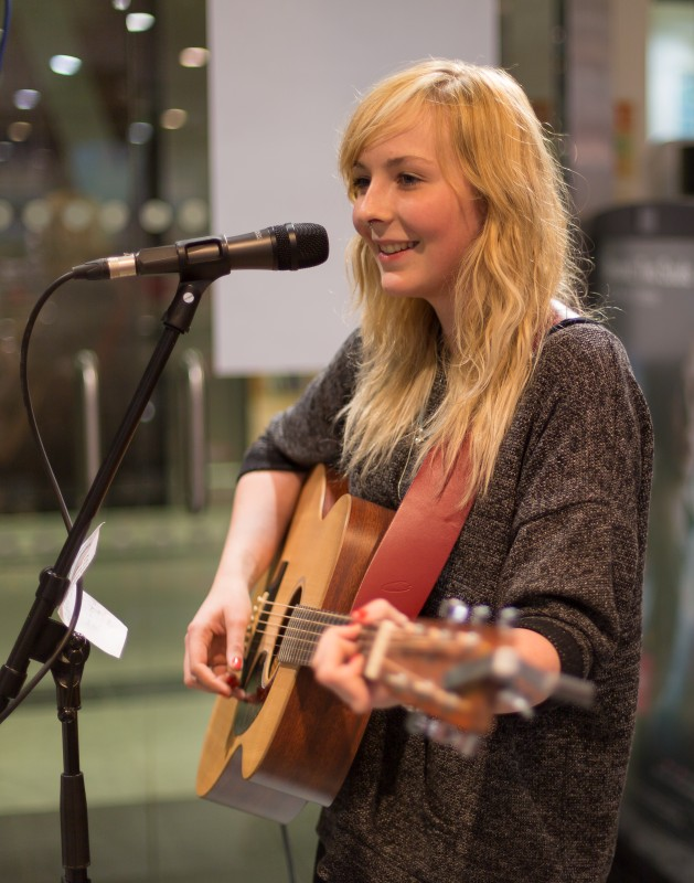 Cara Mitchell at HMV - Pic by Julie Thompson