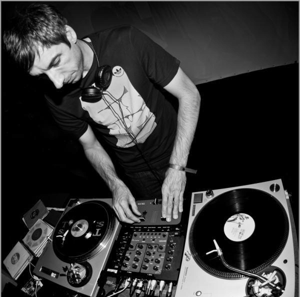 DJ-Format-on-the-decks
