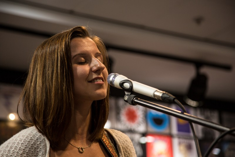 Leanne Smith at HMV - Pic by Julie Thompson