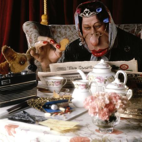 The Queen having tea_RL_1_003.tif