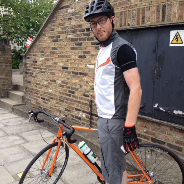 Tim_Judge_with_bike_Issy