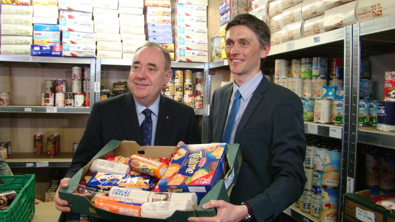 Alex Salmond MSP with Stephen King (food bank manager) at the opening of Aberdeenshire North food bank in Inverurie, March 2014crop