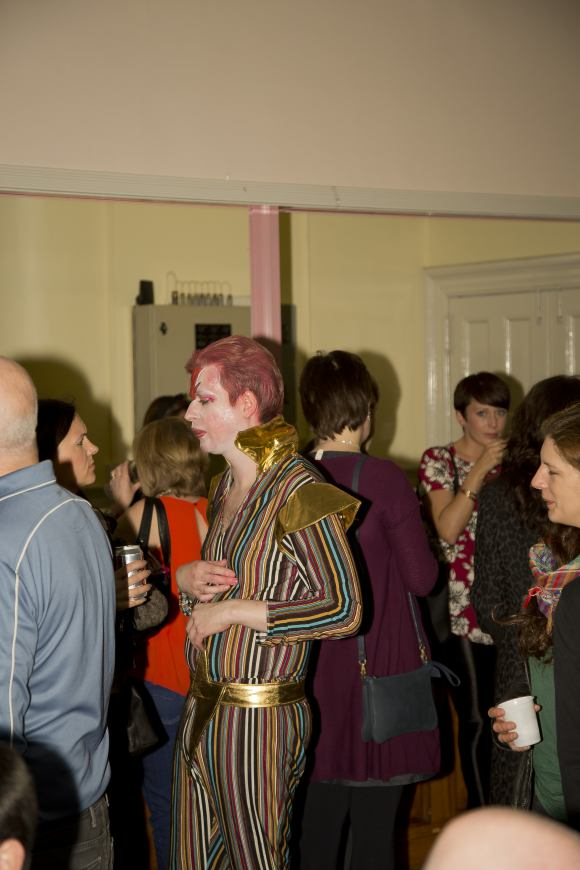 As_the_bar_runs_dry_Bowie_mixes with the audience