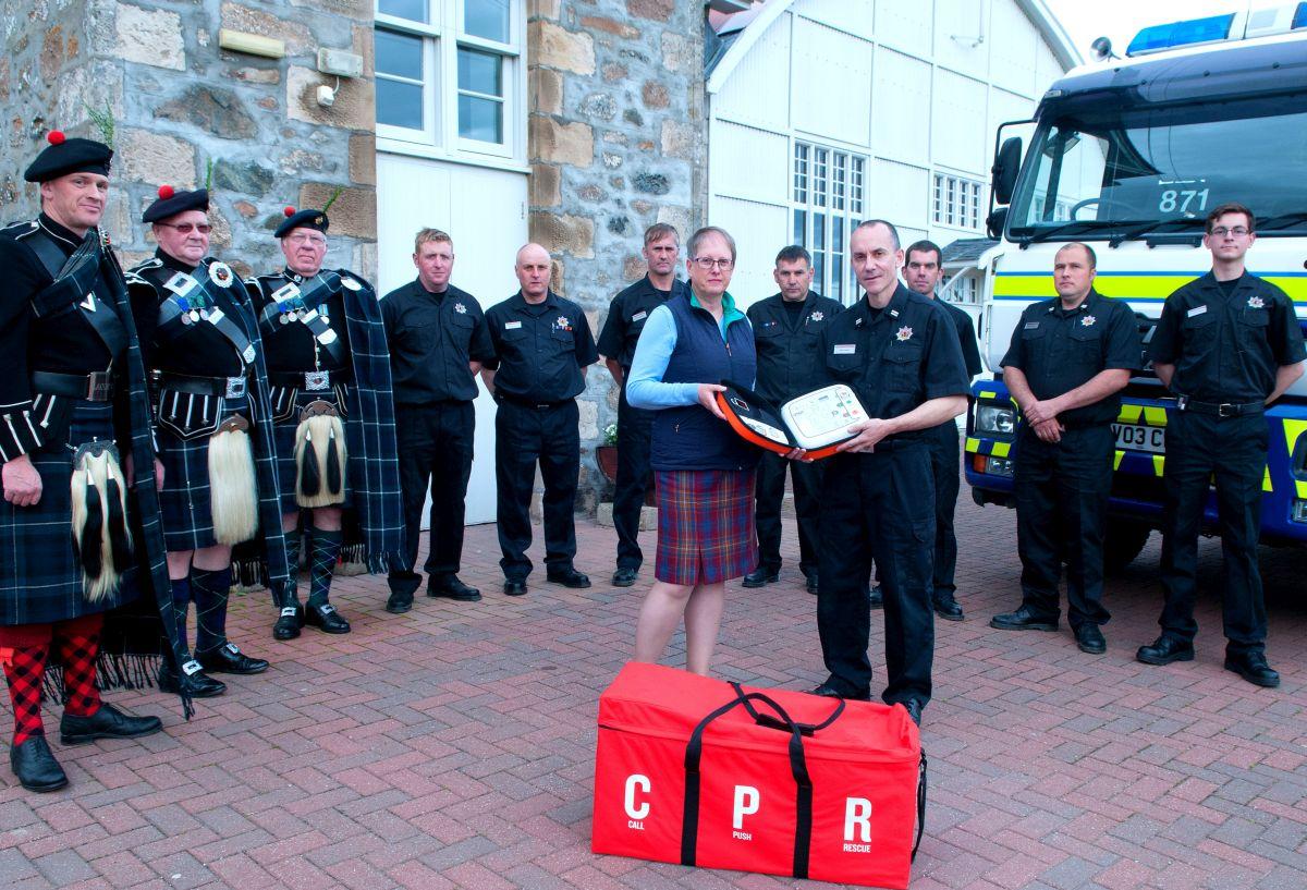 Lonach Hall defibrillator - Jennifer Stewart, Lonach Society, and Paul Hicks, Scottish Fire and Rescue Service